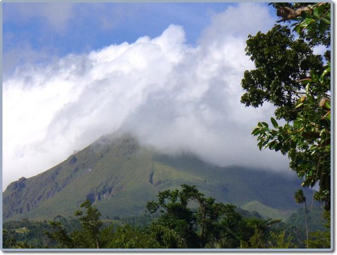 Où trouve-t-on des volcans sur notre planète?
